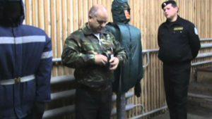 Экзамен охранника 4 разряда как правильно надеть наручники