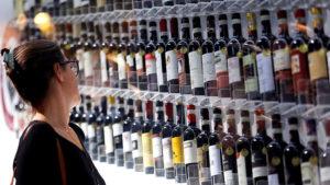 Со скольки лет продают вино