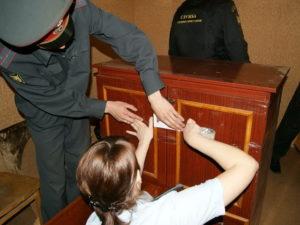 Арест на подаренную часть квартиры возможен ли