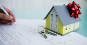 Сделка с недвижимостью между несовершеннолетним и близким родственником