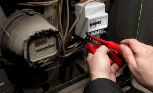 Должны ли пенсионеры платить за смену электросчетчика